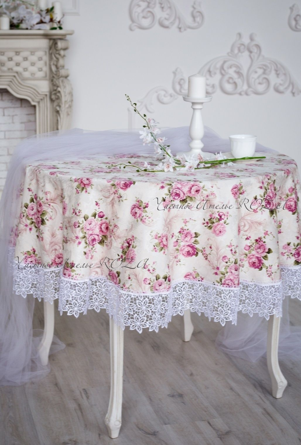 Tablecloth with lace Paris new