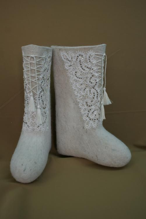Boots with lace and laces