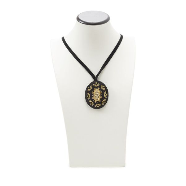 Pendant Baroque black with gold embroidery