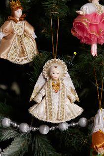 Christmas toy porcelain angel, white dress, 12 cm