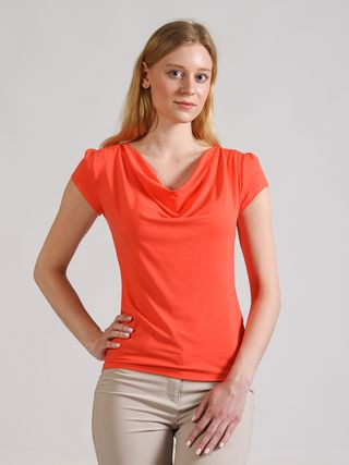 Knitted blouse with a dramatic neckline waterfall