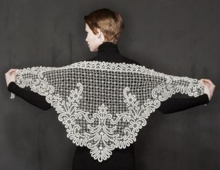 Kerchief lace with pattern in the form of branches