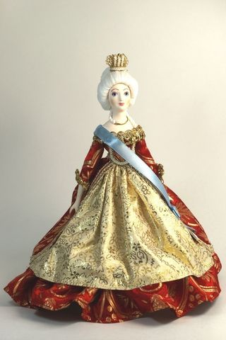 Doll gift porcelain. Imperial ceremonial vestments. The mid-18th century.