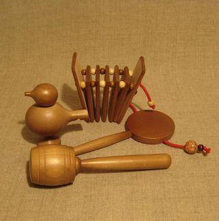 Set noise folk instruments