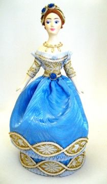 Doll gift porcelain. A lady in a ball gown. 2nd quarter of the 19th century.