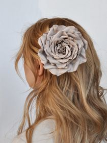 Hairpin brooch Rose beige and smoky