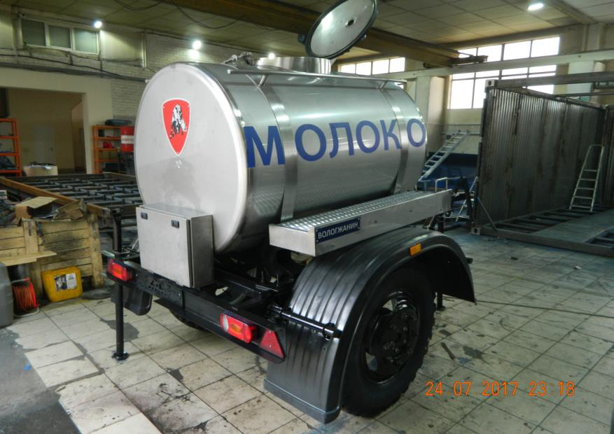 Tank trailer with a volume of 1.2 m3 for the transportation of food liquids