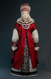Doll gift porcelain. Vladimir boyar in perasi and bartender. 15-16 century Russia.