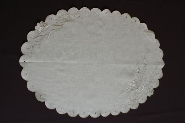 Napkin linen with cutwork