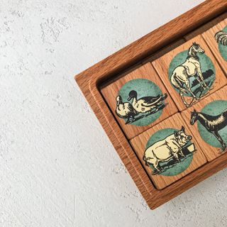 """Memori """"Farm"""" in a wooden box"""