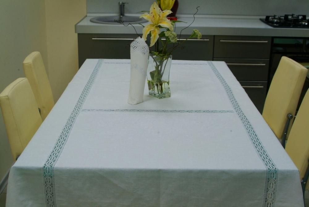 Set of table linen with machine lace