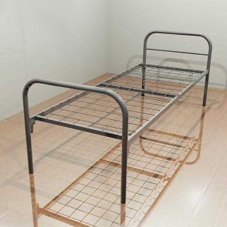 Single-level metal bed