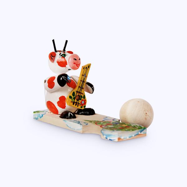 Bogorodskaya toy / Wooden souvenir 'A bull on a plank'