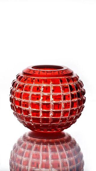 """Crystal vase for flowers """"Razotsvet"""" small red"""