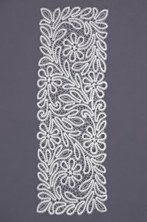 Carpet lace with a pattern of daisies and twigs