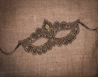 Yelets lace / Black and gold mask