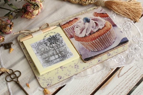 Souvenir by March 8 fridge gift magnet Blueberry muffin with a block for notes