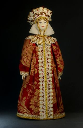 Doll gift porcelain. Queen in festive attire. Russia 16-17 centuries.