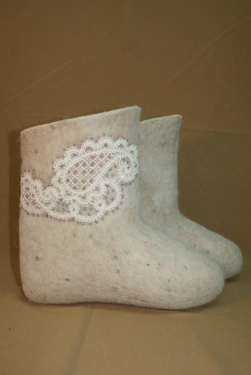 Boots with carved edge
