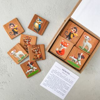 "Memori ""World of animals"" in a cardboard box"