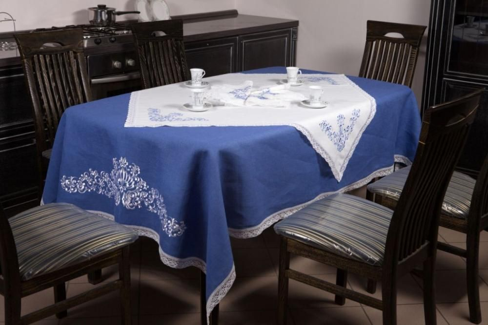 Set of table linen made from linen in two colors