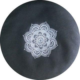 Rundes Meditationskissen mit Füllmaterial