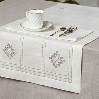 Tea set - a path and 4 napkins