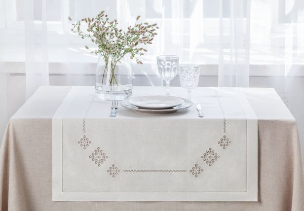 Linen table top - dining path