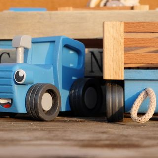 "Children's wooden toy ""Blue tractor"" trailer"