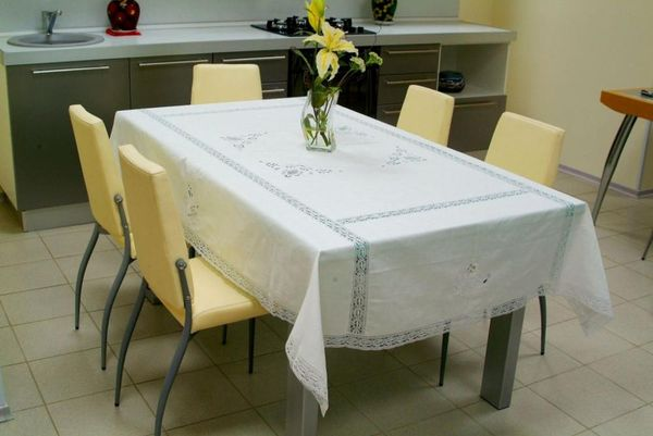 Set of table linen with machine lace and cutwork