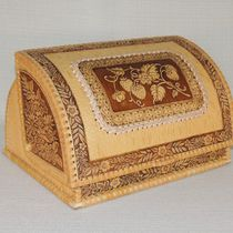 "Bread box made of birch bark ""Zemlyanichka"", ""Strawberry"""
