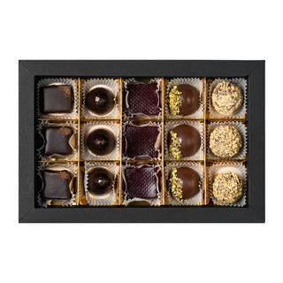 CHOCOLA / Set of 15 handmade chocolates from the