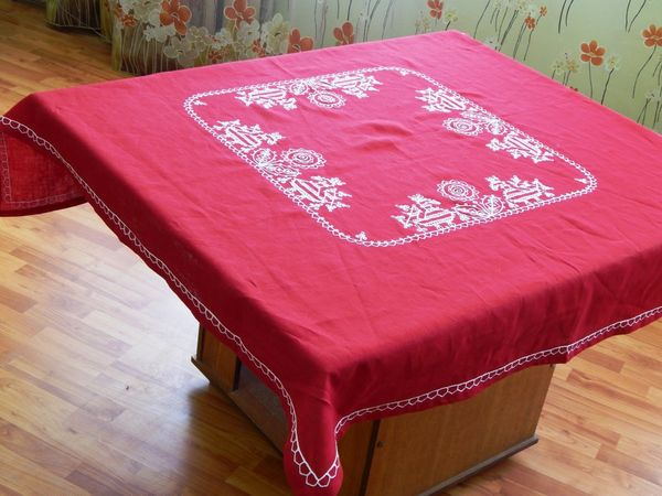 Tablecloth square Karelian patterns red