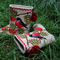 Valenki for children from natural sheep wool with painting