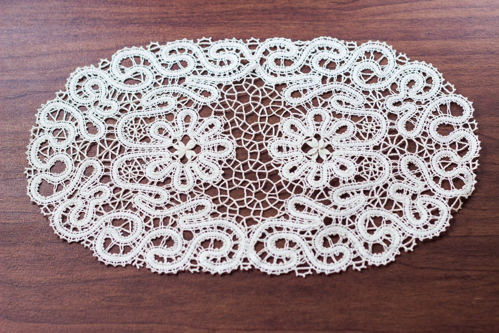 """Lace doily """"Bouquet of daisies"""""""