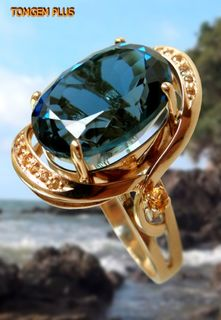 Ring in gold 585 with topaz and white sapphires