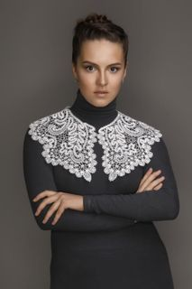 Collar lace round neckline top with extended ends