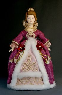 Doll gift porcelain. A lady in a smart dress. The mid-18th century - Europe.