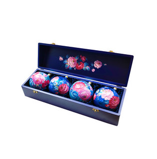 Set of 4 Christmas balls in a box