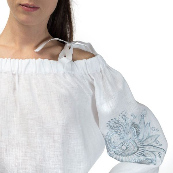 Women's blouse 'Dion' white with silk embroidery on the sleeves