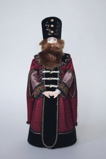 Doll gift porcelain. Dumnyi nobleman in the coat. 15-17 century. Moscow, Russia.