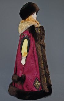 Doll gift porcelain. Boyarynya in the annuals and a fur hat. Age 16-17. Rus.