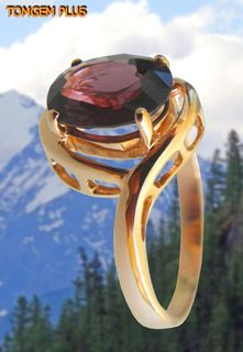 585 gold ring with spinel