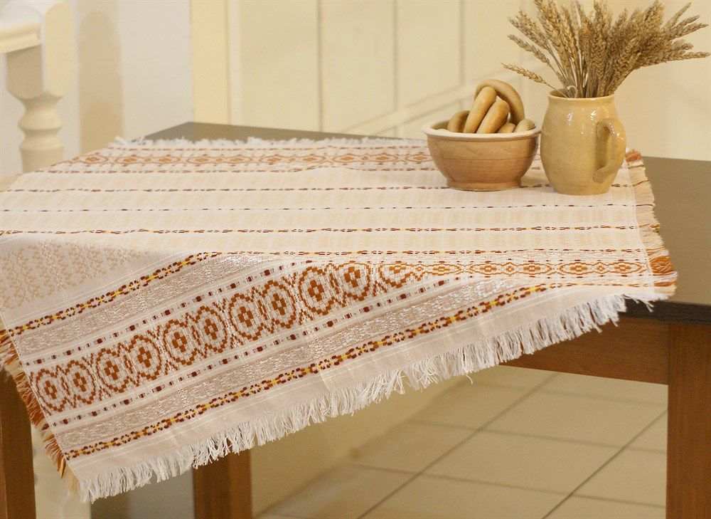 "Tablecloth ""Summer red"", embroidery color: red, green, beige, 130x134"