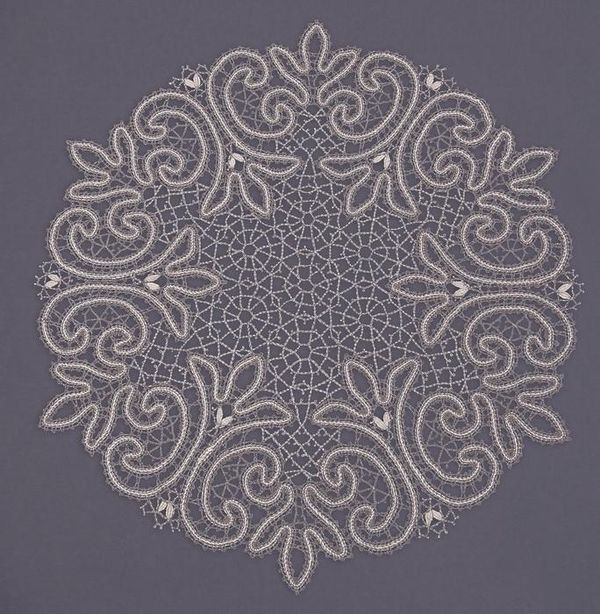 Doily round lace pattern from trilistnika with curls