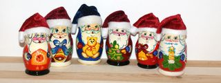 Matryoshka 5 places Santa Claus in hat - Souvenir