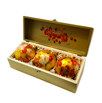 Set of 3 Christmas balls in a casket