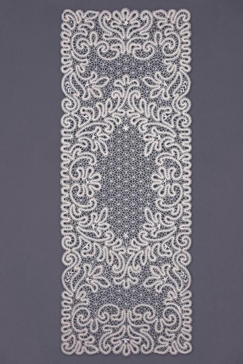 Carpet lace rectangular with floral ornaments
