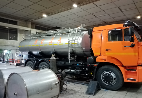 Removable tank truck for transportation of food liquids on the KAMAZ 65115 chassis with a volume of 10.5 m3
