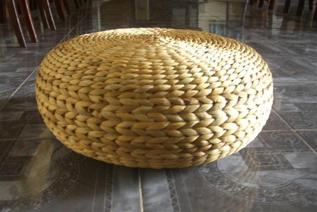 Плетенный пуф